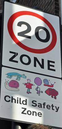 20mph child safety zone sign